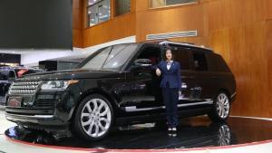 路虎真的膨胀了!300万的揽胜定制,豪华商务SUV!
