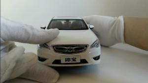 白色绅宝D70模型展示