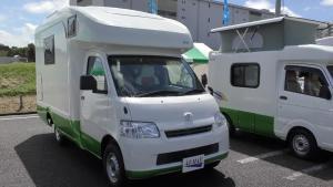 丰田小货车爆改房车,设施齐全到你不敢想