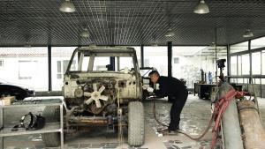 花费3个月,靠一个人纯手工翻新一台30年前的丰田