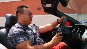 美国试驾敞篷福特Mustang,底盘梆硬颠到你怀疑人生
