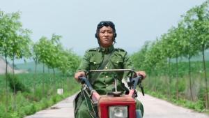 农村交通工具大集合,拖拉机也能上北京?