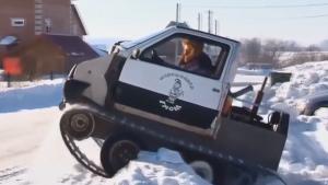 男子暴改汽车,去了后排加了履带,多厚的积雪有用?