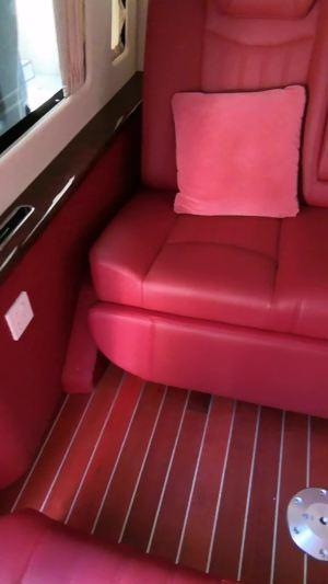 改个车:福特全顺内饰改装红色配置,可以激发女性荷尔蒙的配色!