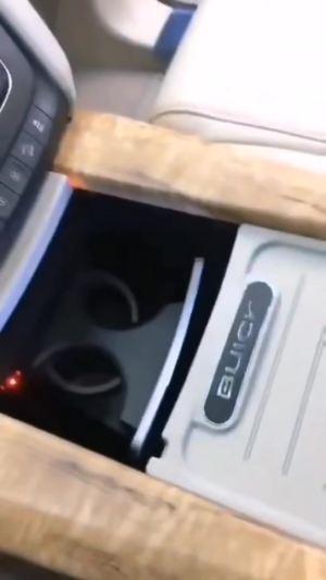 改个车:别克GL8新款中央扶手改装效果展示,这样的内饰谁不想要