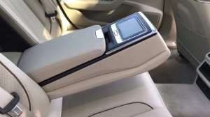 抢鲜看:全新奥迪A6L中央扶手阻尼感,车厢内商务风