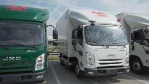 满载工况250公里,轿车化双色设计,凯锐EV重新定义轻卡?