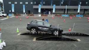 试驾全新Jeep自由光,动力焕新,领跑四驱SUV阵营