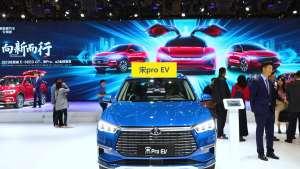 比亚迪宋pro EV亮相上海国际车展