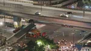 每日一警:杭州庆春路天桥被大挂车撞坍塌