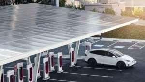 特斯拉推出新型太阳能超级充电站