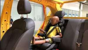 荣威RX3一体式儿童安全座椅螺旋翻滚实验