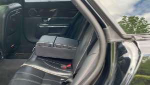 捷豹XJL后备厢、后排、前排空间演示