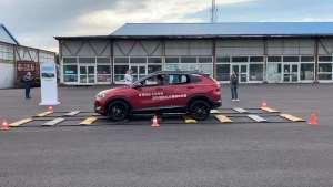 昂科拉过减速带测试,车顶晃动非常小