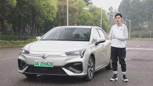 新势力创意 传统车底蕴,体验广汽新能源AionS