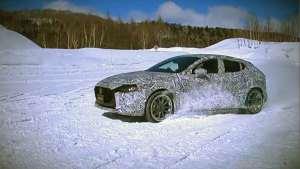 四驱版马自达3昂克赛拉来了,雪地漂移游刃有余!