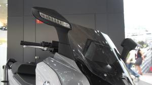 车展上的另类 宝马摩托展示风采