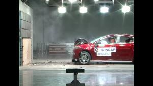 菲亚特菲翔C-NCAP安全测试 正面碰撞