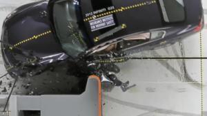 2012款英菲尼迪G 正面25%碰撞测试