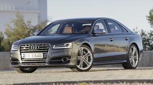 全新奥迪S8 搭载V8 TFSI双涡轮增压引擎