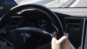 一分钟小知识:特斯拉自动驾驶可以放开双手吗?