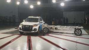 奇瑞瑞虎8被1.4噸小車時速50公里側面碰撞表現實拍