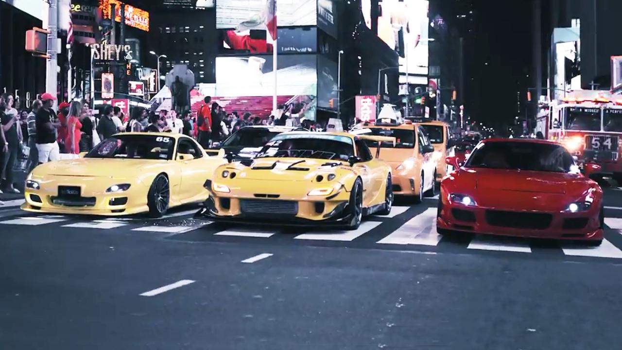 改装车聚会大片 深夜闹市街头引围观